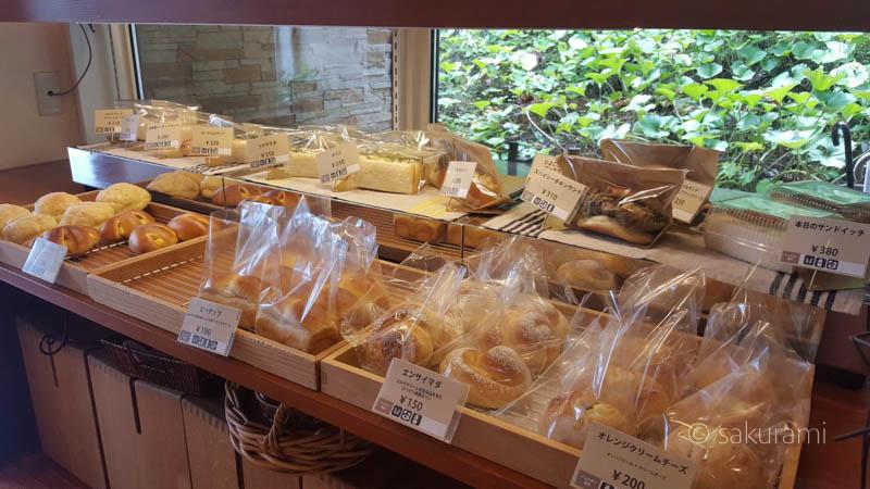 「しまふうみ」の店内の様子 手作りパン