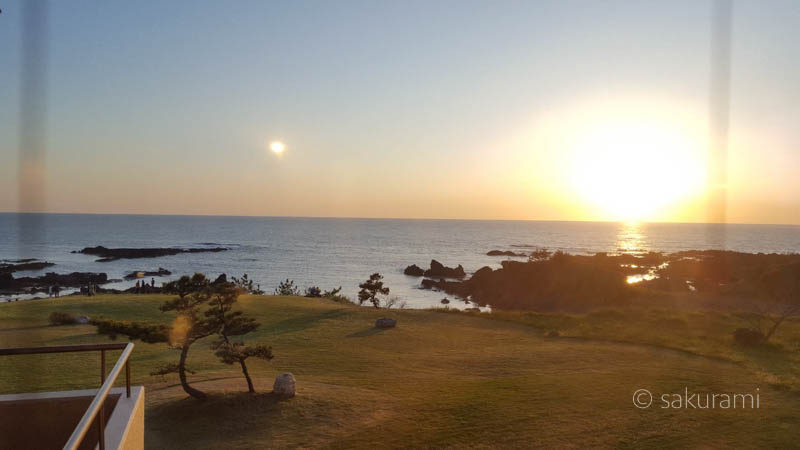 ホテル吾妻を囲む庭は、夕日の絶景スポット